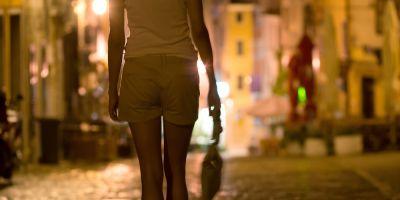 Circa 27 de milioane de persoane sunt traficate la nivel mondial. In Romania, aproape 900 de persoane traficate au fost identificate anul trecut