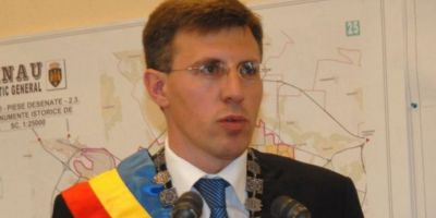 Primarul Chisinaului, implicat intr-un accident rutier in drum spre Romania. Masina in care se afla a lovit un cal