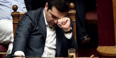 Alexis Tsipras este din ce in ce mai izolat: partidul socialist s-a alaturat opozitiei si refuza sa sustina premierul in cazul unui vot de neincredere