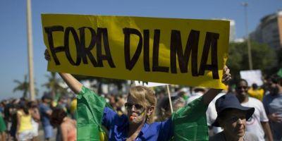 Sute de mii de persoane din Brazilia au iesit in strada pentru a cere demisia presedintei Dilma Rousseff
