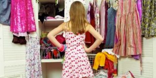 Ce substante periculoase exista in tesaturile hainelor. Vopseaua folosita pentru a colora poliesterul este nociva