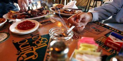 Ce vor sa faca proprietarii de restaurante pentru a nu-si pierde clientii fumatori