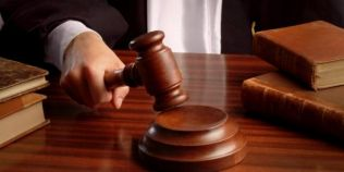 Cum a fost acuzat Dumnezeu de trafic de influenta si inselaciune. Topul celor mai ciudate procese intentate in Romania