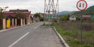 Dorel a ajuns la Bistrita: ce cauta un stalp de curent pe una dintre benzile unei strazi