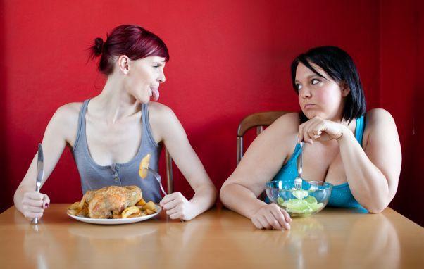 Ai grija langa cine stai! Obezitatea ar putea fi contagioasa!