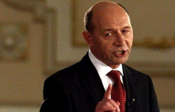 Traian Basescu ii pune cruce lui Bogdan Olteanu