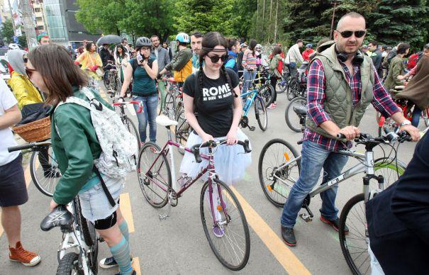Ministerul Economiei propune amenajarea de trasee pentru biciclete in toata tara. CJ-urile, amendate daca nu organizeaza comisii pentru ciclotrasee
