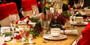 Ce e interzis sa asezi pe o masa festiva. Capcane de evitat: cand aduci scobitorile, cum aliniezi tacamurile, cate solnite pui