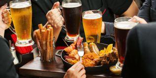 De ce consumam alcool chiar daca stim ca ne face rau. Explicatiile psihologilor despre cel mai raspandit viciu din lume