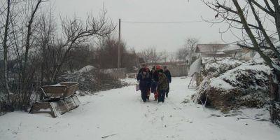 Copil cazut intr-o fantana adanca de 20 metri acoperita de zapada