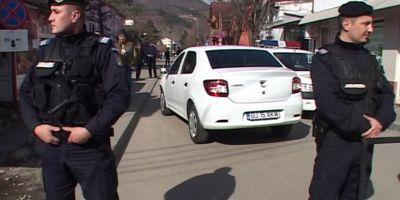 Scandal de proportii in Bumbesti Jiu. Sase tineri s-au taiat cu cutitele, iar politistii au tras focuri de avertisment