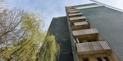 Cazul fetei care a cazut de pe blocul de zece etaje: dosar penal pentru ucidere din culpa