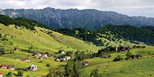 Cele mai frumoase sate din Romania. Localitatea in care toate casele sunt pictate cu motive traditionale romanesti