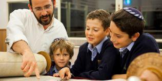 Reguli de educatie ale familiilor evreiesti pentru a creste copii inteligenti: ce li se spune cand dau gres