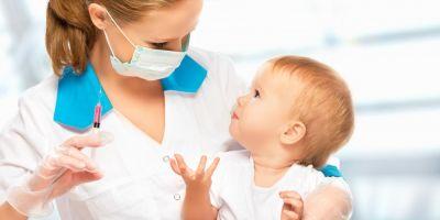 Legea privind vaccinarea obligatorie a trecut de Comisia de Constitutionalitate a Senatului. ONG: