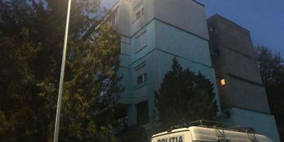 O femeie a cazut de la etajul III in timp ce intindea hainele