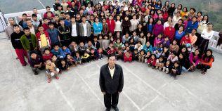 Un indian de 73 de ani are cea mai numeroasa familie din lume: 39 de sotii, 94 copii si 33 de nepoti