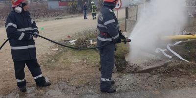Dolj: Teava de gaz fisurata in urma unui accident in care au fost implicate doua masini. O persoana a fost ranita