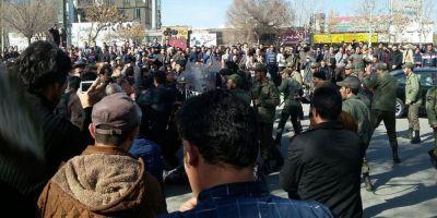 Protestele au continuat in Iran, in ciuda apelului la calm al presedintelui. Mai multe cladiri publice au fost incendiate, accesul la retelele sociale, limitat VIDEO